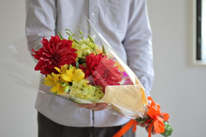 贈り物の花束の飾り方アイデア7選と長持ちする生け方の画像