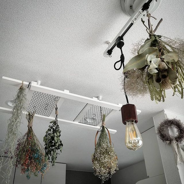 おしゃれ飾りを天井から吊るす|インテリアとおすすめ雑貨の画像