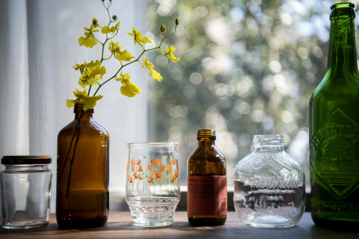 「捨てられない」はインテリアに活用!空き瓶リメイクアイデアの画像